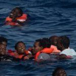 Tunisia, nave da guerra sperona barca di immigrati: almeno 8 morti