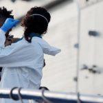 Sbarcano in Sicilia cinquecento immigrati, c'è anche un neonato morto