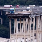 """Genova, crolla ponte Morandi. La lucidità del poliziotto: """"Prima la vita e poi le auto"""""""