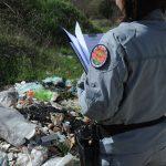 Come denunciare i rifiuti abbandonati