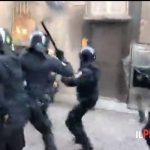 Corteo anti-fa, scontri violenti tra antagonisti e forze dell'ordine